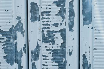 Dettaglio porta garage, trama screpolature della vernice