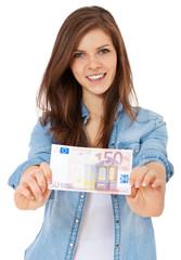 Attraktives Mädchen hält 50 Euro