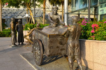 River Merchants monument on the Singapore river