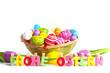 Buchstaben Ostern mit Osterkorb