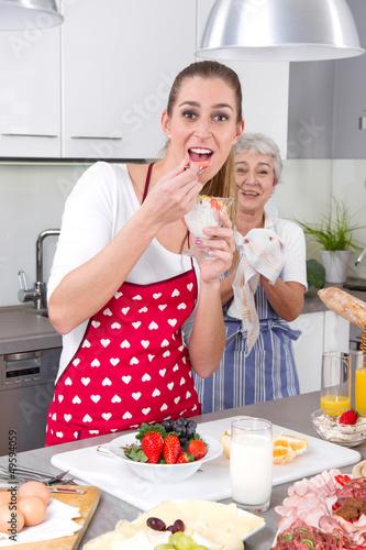 Mutter & Tochter in der Küche