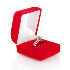 Luxury Diamond Wedding Ring in Red Velvet Silk Box using for Eng