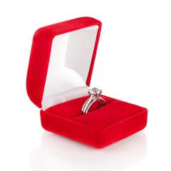 Luxury Diamond Wedding Ring in Red Velvet Silk Box using for Eng