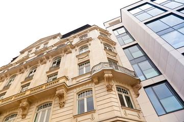 Altbau und modernes Haus in Frankfurt