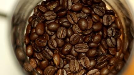Kaffeeebohnen mahlen