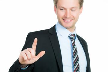 kaufmann zeigt mit den fingern