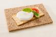 Tartina con mozzarella e pomodoro - Crackers with mozzarella