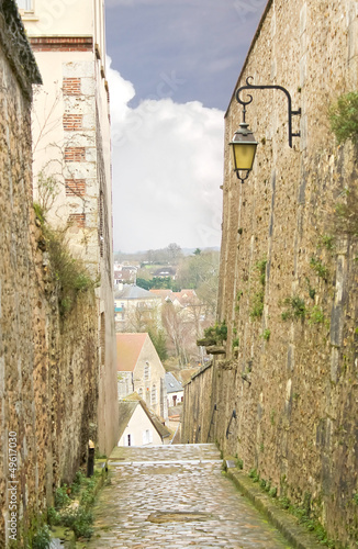 Poster Smal steegje Narrow stone alley in Chartres. France