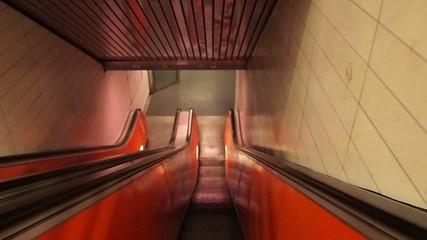 nach unten - escalator down
