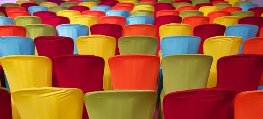 chaises  dans salle de congrès ou séminaire entreprise