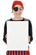 Junge Frau in Piraten-Kostüm hält leeres Schild
