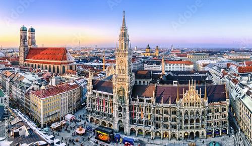 Leinwandbild Motiv Panorama München Innenstadt im Abendlicht