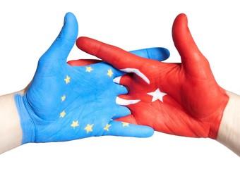 hanshake between europa and turkey