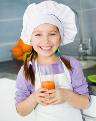 girl  making fresh juice