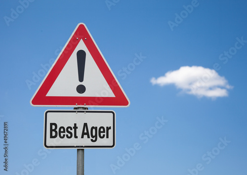 Achtung Schild mit Wolke BEST AGER