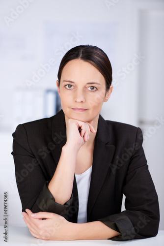 portrait geschäftsfrau im büro