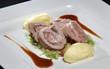 Schweinefilet gefüllt mit Leberwurst, Spitzkohl und Thymiansoße