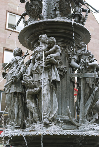 Papiers peints Fontaine Fountain of the Virtues in Nuremberg