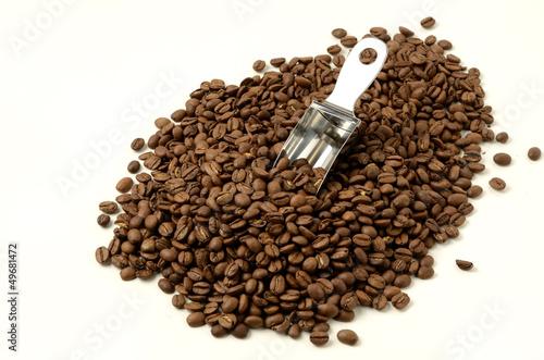 コーヒー豆とスコップ