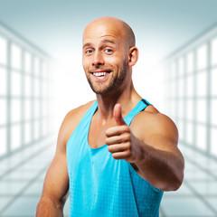 motivierender Fitnesstrainer