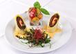 Mozzarella-Röllchen auf Rucola-Kirschtomaten-Salat