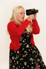 junge Frau mit Videokamera