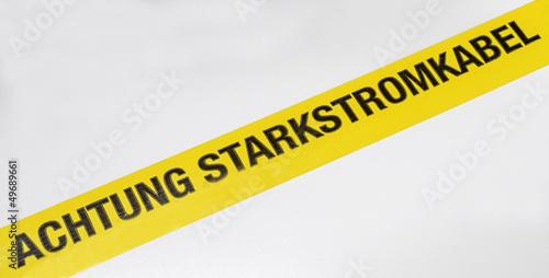 Achtung Starkstromkabel