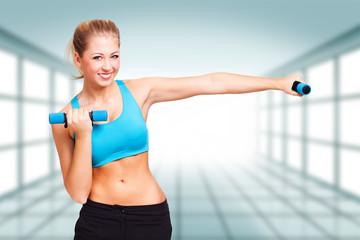 junge blonde Frau beim Aerobic Training