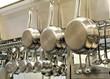 Leinwanddruck Bild - Töpfe unf Pfannen in der Restaurantküche