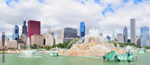 Chicago skyline with Buckingham fountain