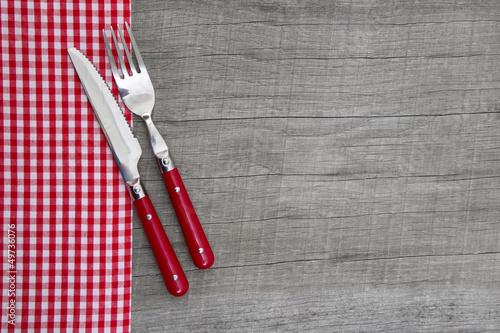 Brotzeit - Messer und Gabel mit karierter Serviette - 49736076