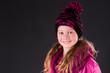 Hübsches lachendes Mädchen mit Zipfelmütze