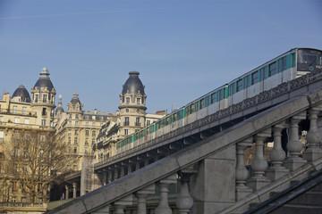 métro du pont de Bir-Hakeim