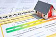 Leinwanddruck Bild - Energieausweis und Modell des Hauses