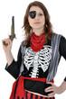 Junge Frau im Piraten-Kostüm mit Pistole