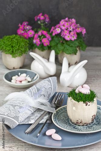 Leinwanddruck Bild Tischgedeck zu Ostern im Landhausstil
