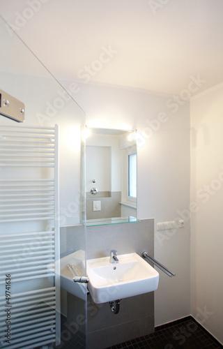kleines badezimmer nach renovierung von j rg lantelme lizenzfreies foto 49741636 auf