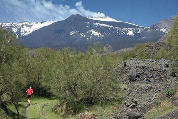 Course devant l'Etna
