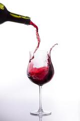 vino rosso splashing