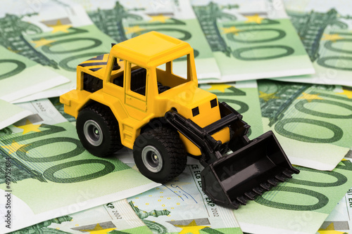 Bagger auf Euro-Banknoten