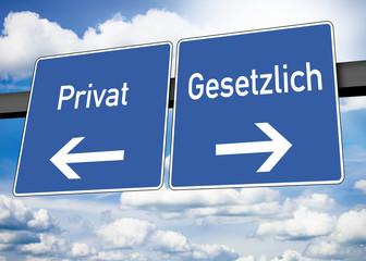 Blauer Wegweiser mit Privat und Gesetzlich