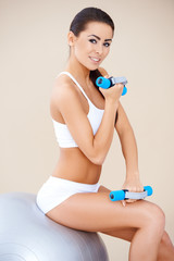 Training muscles with dumbbells