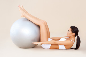 Doing abdominal muscles with fitness ball