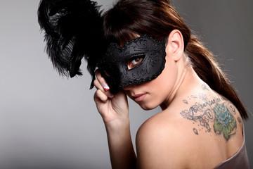 Hübsche junge Frau mit Tattoo