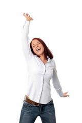 Glückliche junge Frau springt