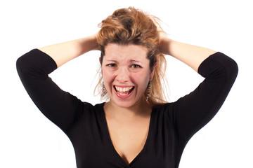 Ragazza arrabbiata con le mani nei capelli