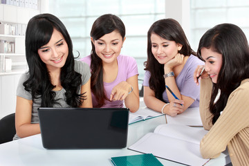 girl students studying together
