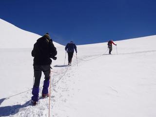 Cordée d'alpinistes - Pyramide Vincent, 4215 m (Alpes, Valais)