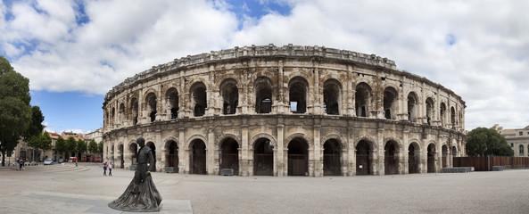 Nimes,anfiteatro romano y plaza de toros.