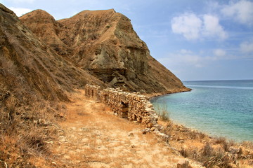Руины на побережье